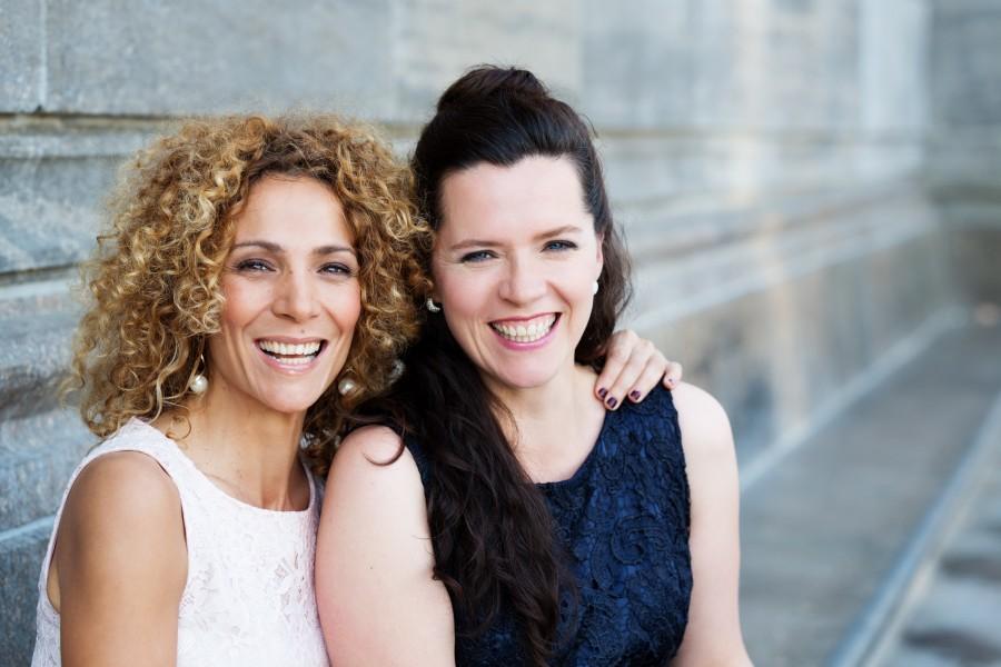 Stellen Paris, die Stadt der Liebe, im Forum vor: Sängerin Marie Giroux (l.) und die Pianistin und Akkordeonistin Jenny Schäuffelen. (Freundeskreis)