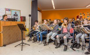 Auch Musiklehrer Jochen Weichert und die Bläserklasse 5b stellten sich bei Tag der offenen Tür am CSG vor. (Foto: P. Gräber - Emscherblog.de)