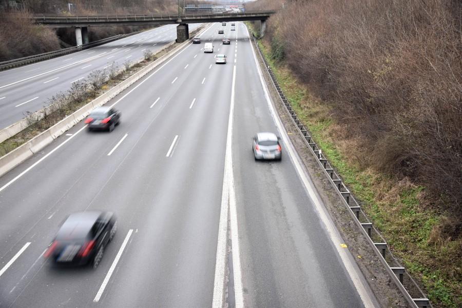 Beim Einfädeln auf der Autobahn sollten die Fahrer auf der Fahrbahn Rücksicht nehmen – auch wenn sie Vorfahrt haben. (Foto: Max Rolke – Kreis Unna )
