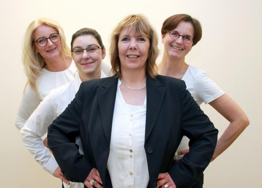 Das Team der Ev. Familienbildung im Kirchenkreis Unna mit (v.l.) Ina Wiegandt, Andrea Rückstein, Dipl. Päd. Andrea Goede (Leiterin), und Susanne Landsberg. Sie stellten jetzt das neue Halbjahresprogramm vor. (Foto: Kirchenkreis)