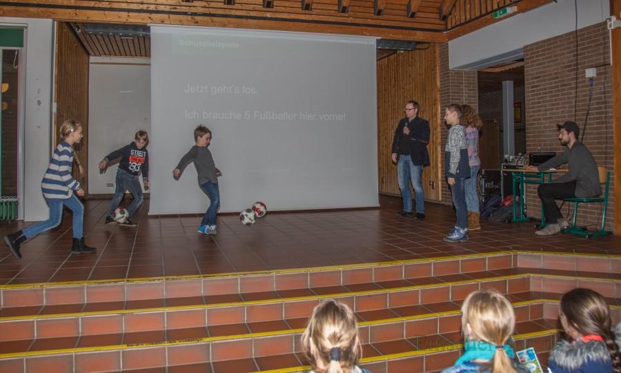 In seiner Vorlesung zeigte der Professor auch einige praktische Beispiele und Experimente. (Foto: P. Gräber - Emscherblog.de)