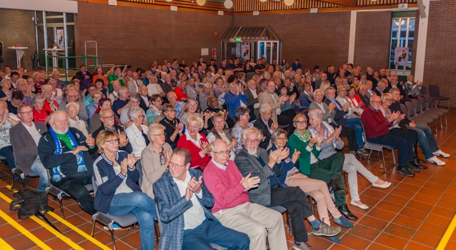 Die Leuchtkörper im Forum - hier beim Tag bdes Ehrenamtes - soll mit modernen LED-Leuchtmitteln ausgestattet werden. (Foto: P. Gräber - Emscherblog.de)