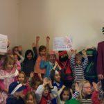 Kleiner Umzug, große Geste: Achim Proba spendet 300 Euro für Kindergärten