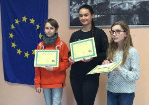 Die Sieger des französischen Vorlesewettbewerbs, v.l. Yann Grund (3.) , Lejla Alikadic (1.) und Hannah Gerling. (2.) (Foto: privat)
