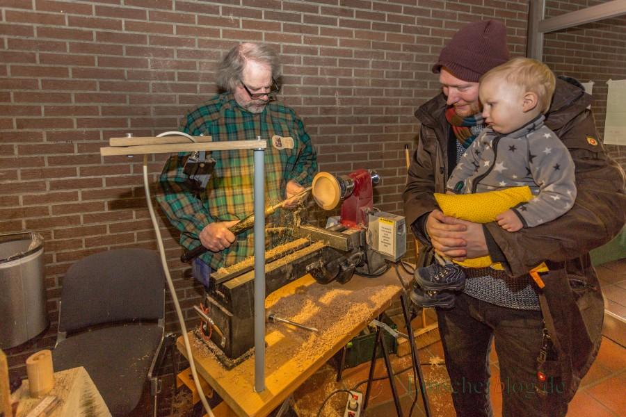 Aussteller Horst Hohoff ist von der ersten Stunde an beim Holzwickeder Frühling dabei: Mit seinen feinen Drechselarbeiten fasziniert er große wie kleine Besucher. (Foto: P. Gräber - Emscherblog.de)