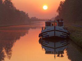 Romantischer geht's kaum noch: mit dem Hausboot in Südfrankreich. (Foto: Foto: Martin Schulte-Kellinghaus)
