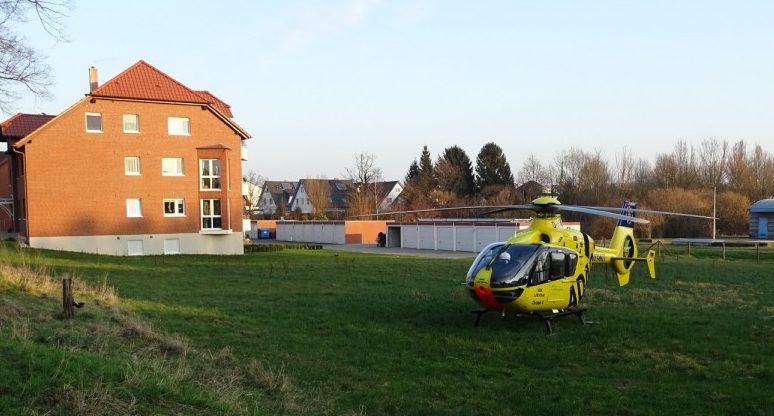 Für einiges Aufsehen sorgte die Landung des Rettungshubschraubers Christoph 8 am Mittwochnachmittag an der Rausinger Straße. (Foto: Gerhard Fröhlich)