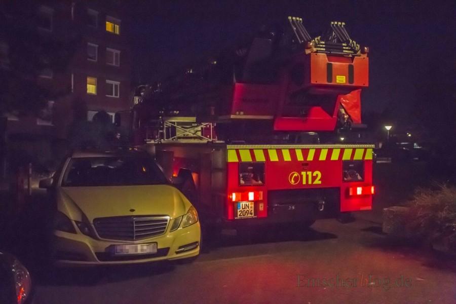 Auch dieses falsch parkende Taxi im Arnsberger Weg stellt ein nur schwer zu überwindendes Hindernis für das große Feuerwehrfahrzeug dar. (Foto: P. Gräber - Emscherblog.de)