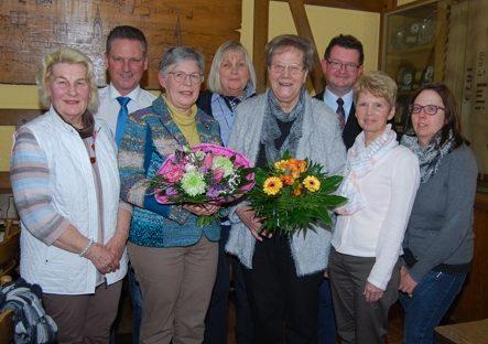 Hildegard Busemann 3.v.l.) ist zur neuen Vorsitzenden der Frauen Union Holzwickede gewählt worden. Sie löst damit Marianne Scheidt 5.v.l.) in diesem Amt ab. Foto: privat)