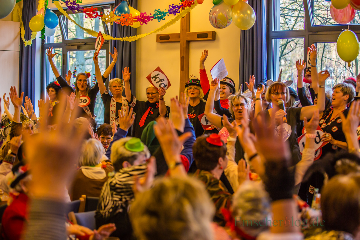 Heute das Zentrums des närrischen Frohsinns in Holzwickede: Im Alois-Gemmeke-Haus feierte die KFD Liebfrauen Weiberfastnacht. (Foto: P. Gräber - Emscherblog.de)