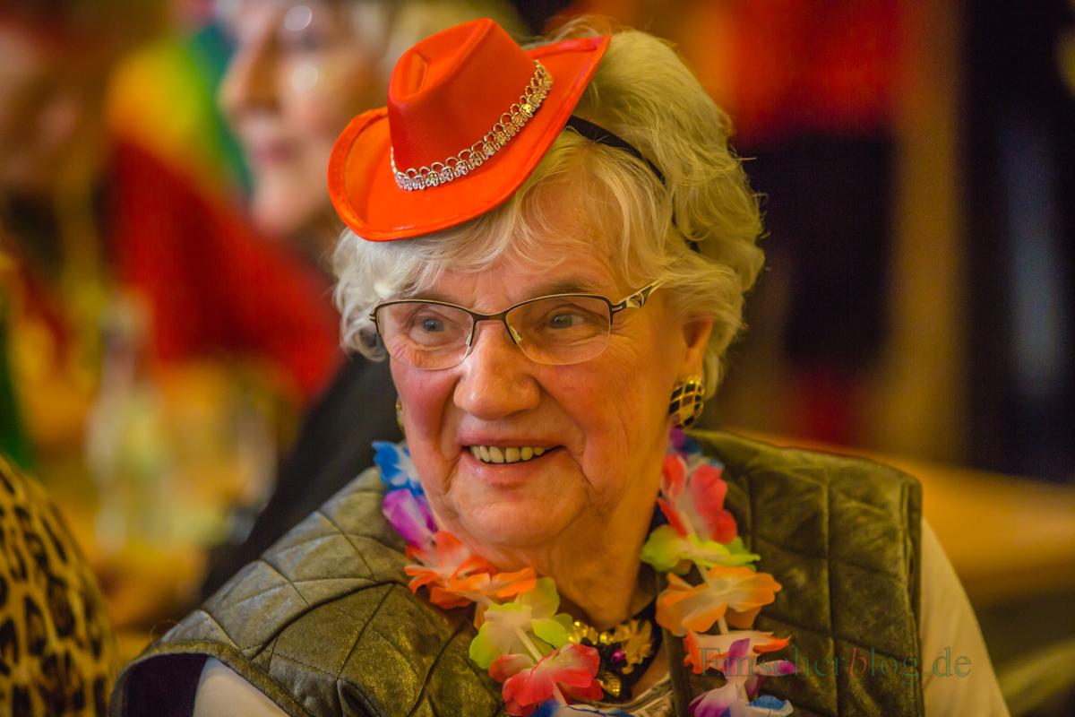 Fantasievoll kostümiert und bestens gelaunt feierten die Frauen der KFD Liebfrauen heute Weiberfastnacht im Alois-Genmmeke-Haus. (Foto: P. Gräber - Emscherblog.de)
