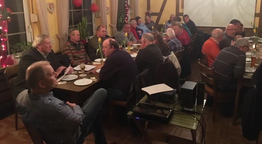 Die Mitglieder des Landwirtschaftlichen OIrtsververeins Holzwickede bei ihrer Versammlung in Hoppy' s Treff. (Foto: privat)