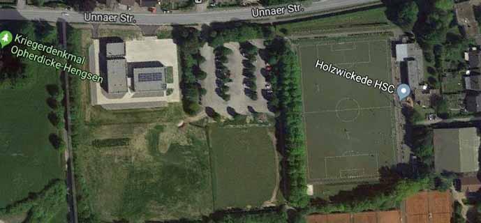Die Gemeinde wird ein Sanierungskonzept für den Parkplatz zwischen der Haarstrang-Sportanlage und dem Feuerwehrzentrum-Süd erstellen. (Foto: Googlemaps.de)