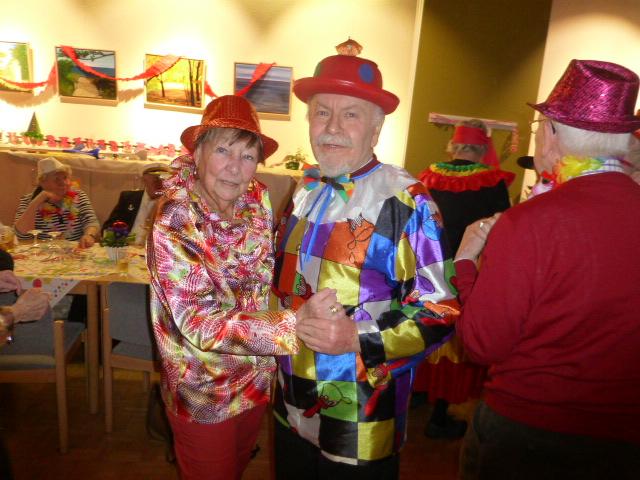 Tanzpausen gab es nur für die Beiträge von Vereinsmitglieder: Ansonsten war die Tanzfläche stets gut gefüllt. (Foto: privat)