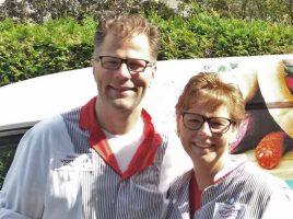 Geben ihren Familienmbetrieb, die Fleischerei Vonhoff, zum 31. März auf: Uwe und Tanja Vonhoff, wie ihre Kunden sie kennen. (Foto: privat)