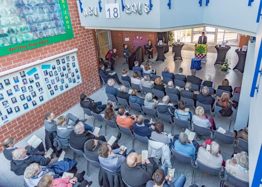Die veranstakter zeigten sich überrascht und hocherfreut über das große Interesse an der Veranstaltung im Foyer des CSG. (Foto: P. Gräber - Emscherblog.de)