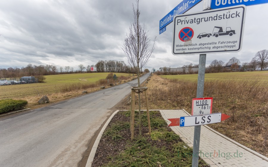 Die Gottlieb-Daimler-Straße im Eco Port ist offenbar eine Rennstrecke für Paketwagenfahrer: Einer von ihnen wurde jetzt mit 86 km/h erwischt. Tempo 30 ist nur zulässig. (Foto: P. Gräber - Emscherblog.de)
