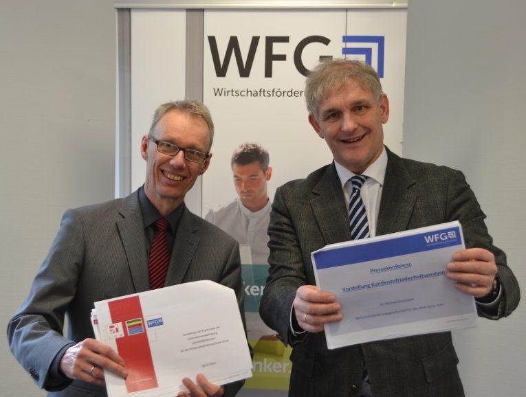 Aufsichtsratsvorsitzender Michael Makiolla (r.) und WFG-Geschäftsführer Dr. Dannebom stellten die Ergebnisse einer Unternehmensbefragung vor. Foto: WFG (Ute Heinze)