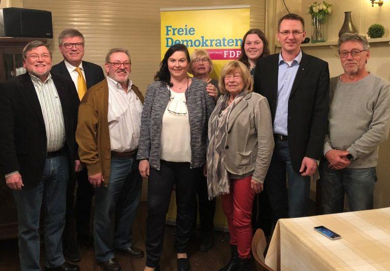 Der neue Vorstand der FDP Holzwickede, v.l.: F.Hahne, J.Hake, F.Bernhardt, A.Partmann, H.Bräuer, A.Röer, R.Heldt, L.Berger, K.Schmidt. Foto: privat)