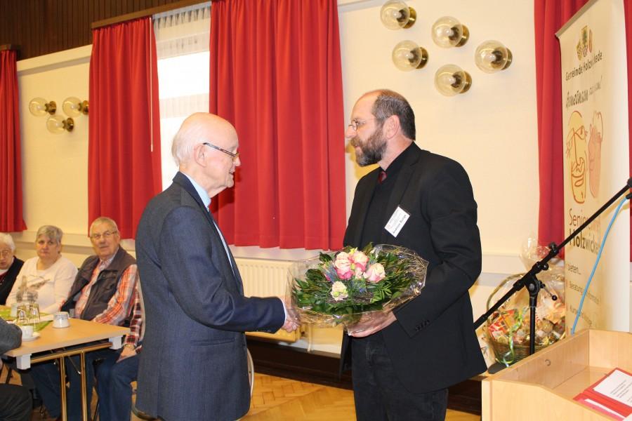 Der Vorsitzende Andreas Bunge verabschioedete ind er der Versammlung Karl-Heinz Helms l.) , der aus gesundheitlichen Gründen sein Vorstandsmandat niederlegte. Foto: privat)