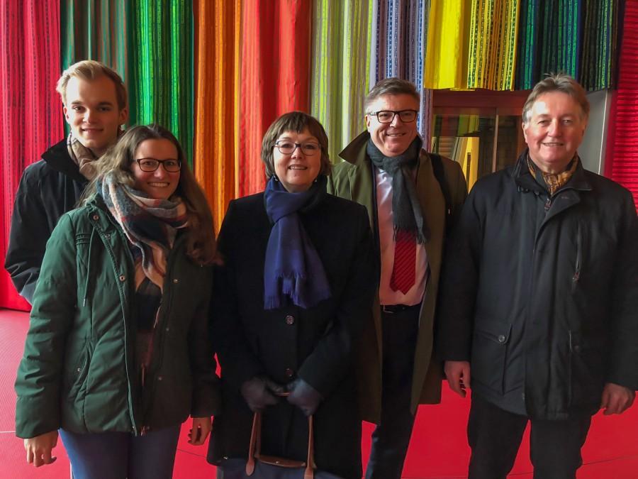 Foto (v.l.n.r.): Felix Lennart Hake und Lisa Möller (DFJA), Ute Hake (Freundeskreis), Jochen Hake (VDFG), Klaus Dieter Diekmann (Freundeskreis). (Foto: privat)