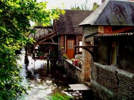 So malerisch ist es im Zentrum von Louviers. (Foto: privat)