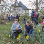 Kinder mit Feuereifer auf den Spuren des Osterhasen: Eiersuche am Haus Opherdicke