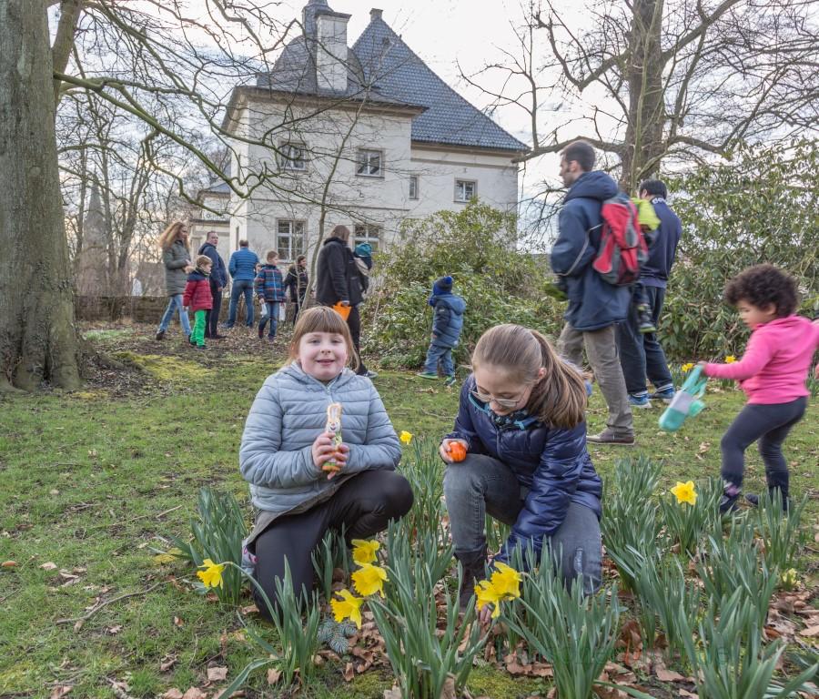 Die Feuerwehr Opherdicke lud heute zum Osterfeuer mit Ostereiersuche am Haus Opherdicke ein. Viele Familien mit Kindern nahmen die Gelegenheit wahr und suchten im Park am Haus Opherdicke nach Ostereiern. (Foto: P. Gräber - Emscherblog.de)