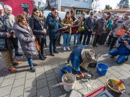 Der Künstler Gunter Demnig wird am 7. Februar 2019 weitere fünf Stolpersteine verlegen, die an Opfer der NS-Herrschaft in Holzwickede erinnern. (Foto: P. Gräber - Emscherblog.de