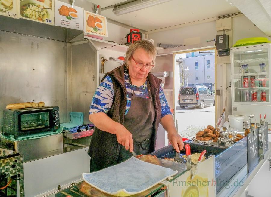 Will sich mit ihrem Reibekuchenstand nicht in die Ecke stellen lassen: Jutta Kus wird nicht wieder auf den Holzwickeder Wochenmarkt kommen. (Foto: P. Gräber - Emscherblog.de)