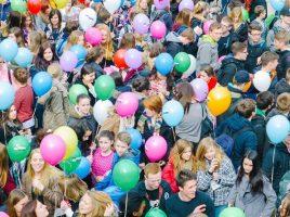 Luftballons sind ein Symbol für die Werkschau CreaCourage. (Foto: Dennis Treu – Kreis Unna)