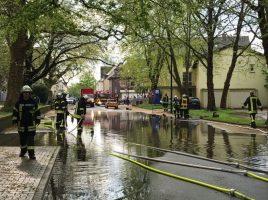 Allein in der Kirchstraße war die Feuerwehr mit fünf Pumpen zwei Stunden im Einsatz, um das auf der Straße stehende Wasser abzumpumpen. (Foto: privat)
