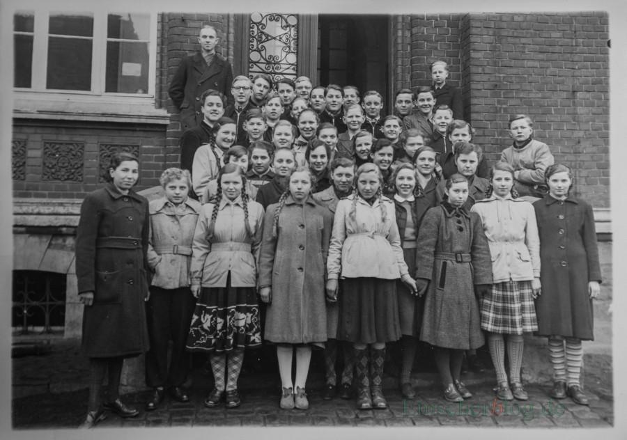 Dieses alte Klassenfoto zeigt die Ehemaligen der Nord- und Dudenrothschule kurz vor der Schulentlassung im Jahr 1952. (Foto: privat)