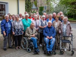 65 Jahre nach ihrer Entlassung trafen sich diese Ehemallifgen der Nord- und Dudenrothschule am Samstag im Vivo wieder.( Foto: P. Gräber - Emscherblog.de)
