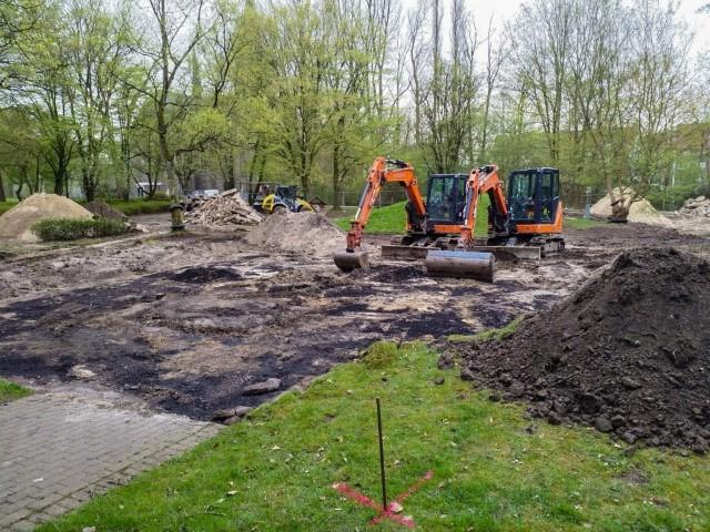 Die Arbeiten für den neuen Mehrgenerationen-Spielplatz im Emscherpark haben diese Woche begonnen. (Foto: P. Gräber - Emscherblog.de)