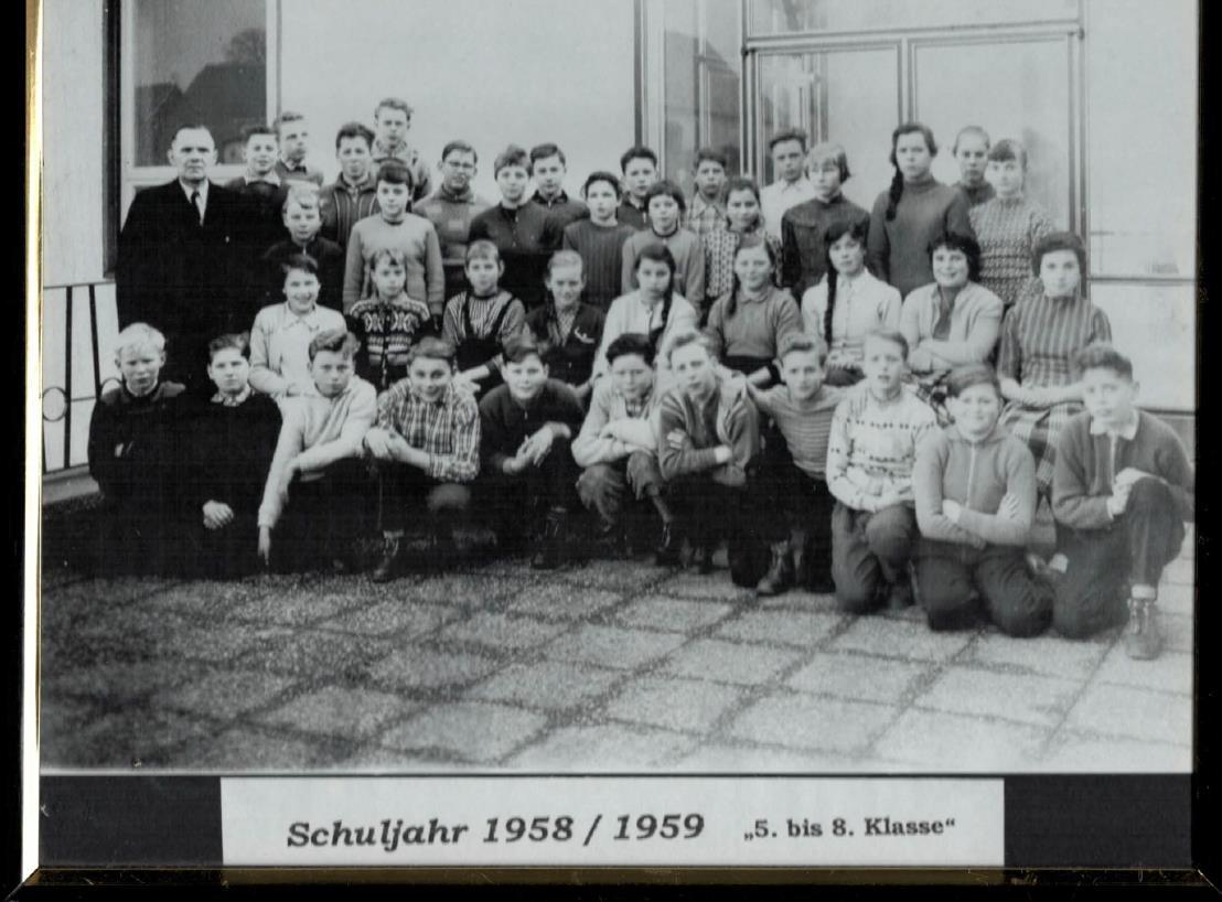Das Foto zeigt den 1. Jahrgang der Paul-Gerhardt-Schule im Jahr 1958. Wer sich darauf wiedererkennt bitte bei der Schulleitung melden. Die Schulleitung sucht auch noch ein Foto der Jahrgänge 1 bis 4.  Auch alle anderen alten Fotos sind willkommen.  (Foto: Archiv)