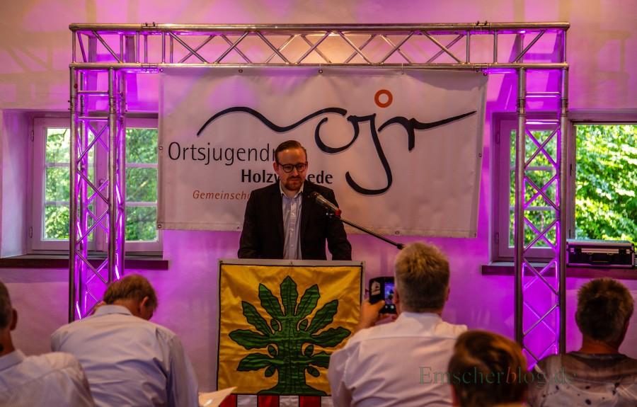 Der aktuelle Vorsitzende des Holzwickeder Ortsjugendringes, Jonas Beckmann, begrüßte die Gäste beim Geburtstagsempfang des Ortsjugendringes heute (26. Mai) im Bauhaus von Haus Opherdicke. (Foto: P. Gräber - Emscherblog.de)