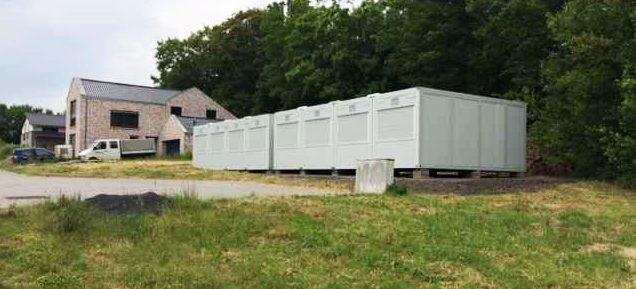 In den nächsten Monaten werden die beiden Container als Übergangsklassenzimmer dienen. Foto: privat)