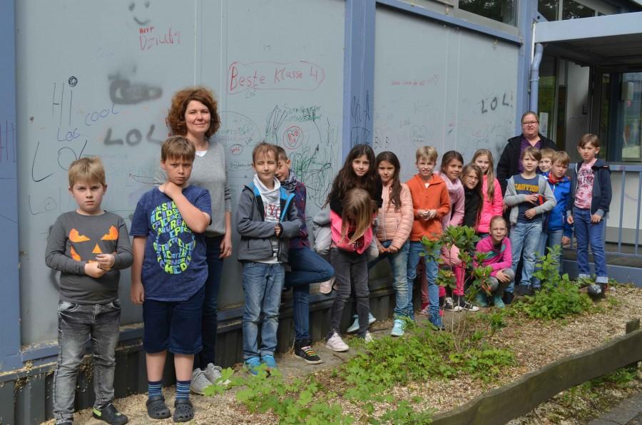Das Aufstellen der Container ist eine spannende Abwechslung für die Kinder der Paul-Gerhardt-Schule. (Foto: privat)