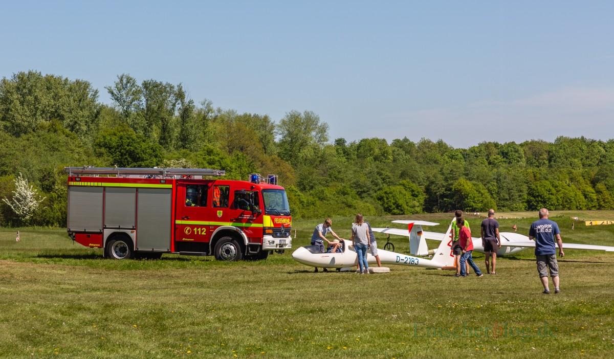 Erfreulicherweise ein seltenes Bild: Ein Feuerwehrauto auf dem Segelflugplatz Hengsen/Opherdicke (Foto: P. Gräber - Emscherblog.de)