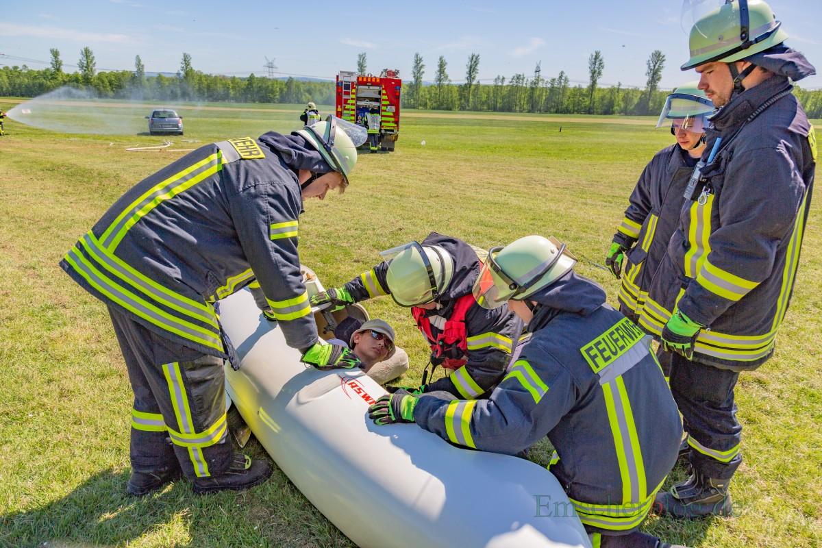 Insbesondere mit dem explosiven Notfall-Rettungssystem in den Flugzeugen mussten sich die Feuerwehrleute vertraut machen. in (Foto: P. Gräber - Emscherblog.de)