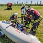 Feuerwehr übt Rettung eines Piloten aus Flugzeugwrack