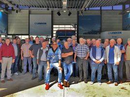 """Die Teilnehmer des """"Bauernausflugs"""" bei der Werlsbesichtigunmg in Alpen. (Foto: privat)"""