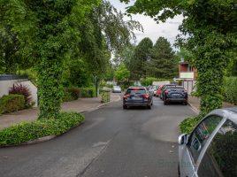 Für viele Anwohner ein Knackpunkt: Ausgerechnet in diesem unübersichtlichen Bereich der Hamburger Allee sollen die beiden Zufahrten der Hol- und Bringzone liegen. (Foto: P. Gräber - Emscherblog.de)