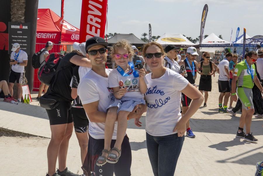 Daniel Marx vor dem Start zum Ironman mit seiner Familie. (Foto: privat)