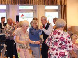 Auch in der Senioren-Begegnungsstätte wurde auf Einladung des Trägervereins in den Mai getanzt. (Foto: privat)