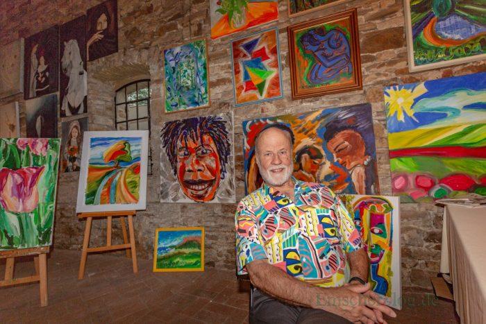 """War auch voriges Jahr schon dabei: Der Dortmunder Künstler Horst Teuchert hat allerdings das Gefühl, dass er mit seiner Art zu malen """"nicht ganz so gut aufgehoben ist"""" ist beim Holzwickeder Malermarkt. (Foto: P. Gräber - Emscherblog.de)"""