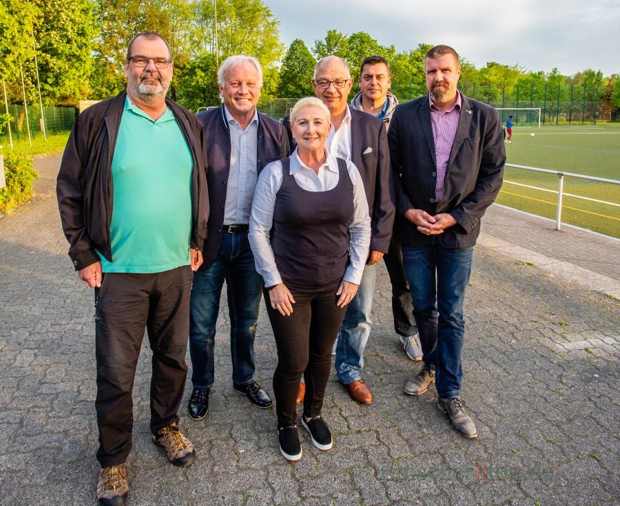 Freude über die gelungene Neubesetzung, v.l.: Udo Wiesemann, Klaus Stindt, Susanne Werbinsky, Matthias Hartmann, Matthias Aufermann, Bernd Kasischke. (Foto: P. Gräber - Emscherblog.de)