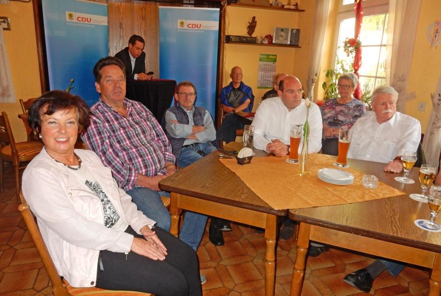 Bei einem Politischen Abend im Saal von Hoppy's Treff diskutierte die CDU die künftige Entwicklung der Gemeinde.  (Foto: privat)