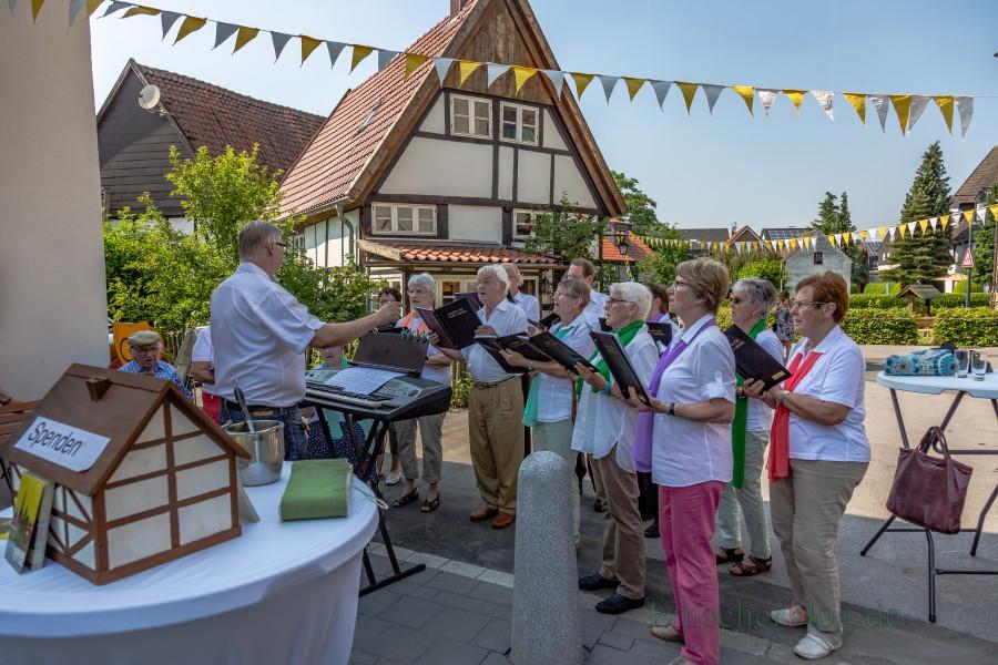 Der Gemischte Chor Cäcilia umrahmte die Enthüllung der Tafel musikalisch. (Foto: P. Gräber - Emscherblog.de)